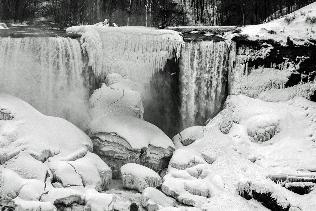 Frozen falls - Niagra